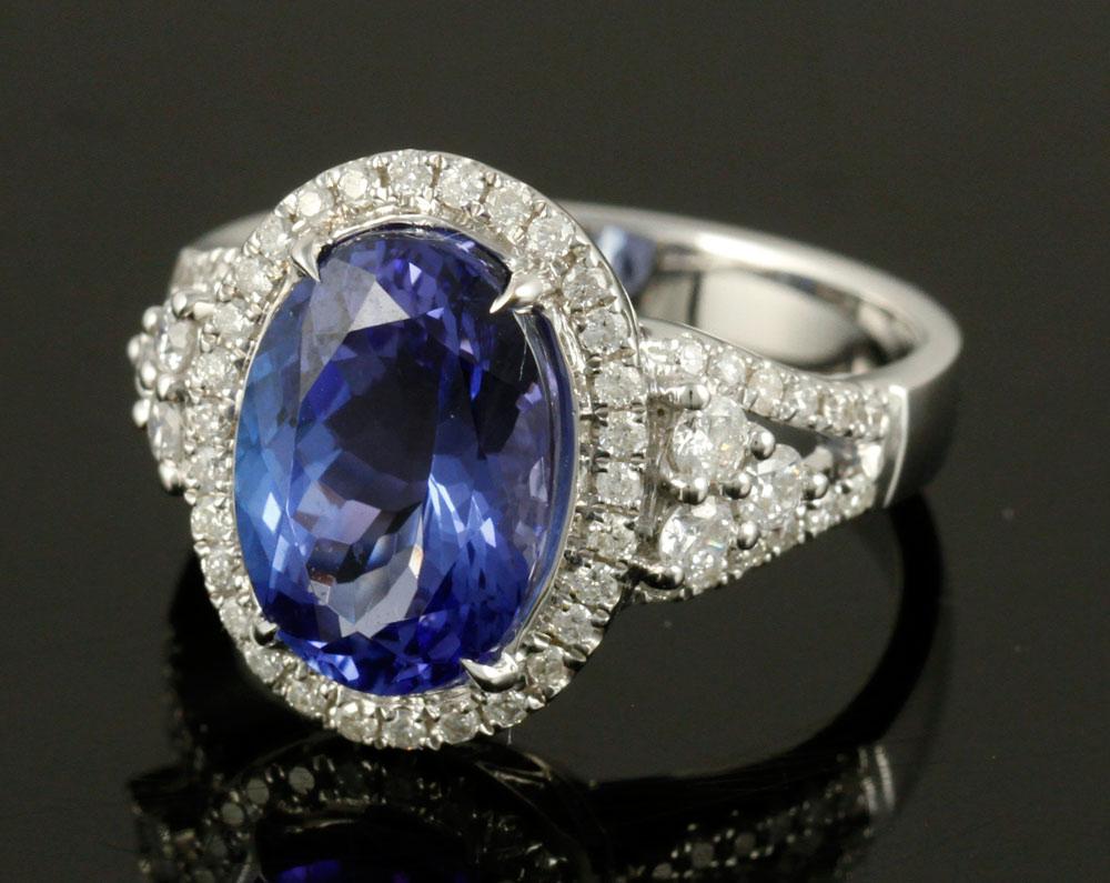 18K white gold ring, with diamonds and tanzanite