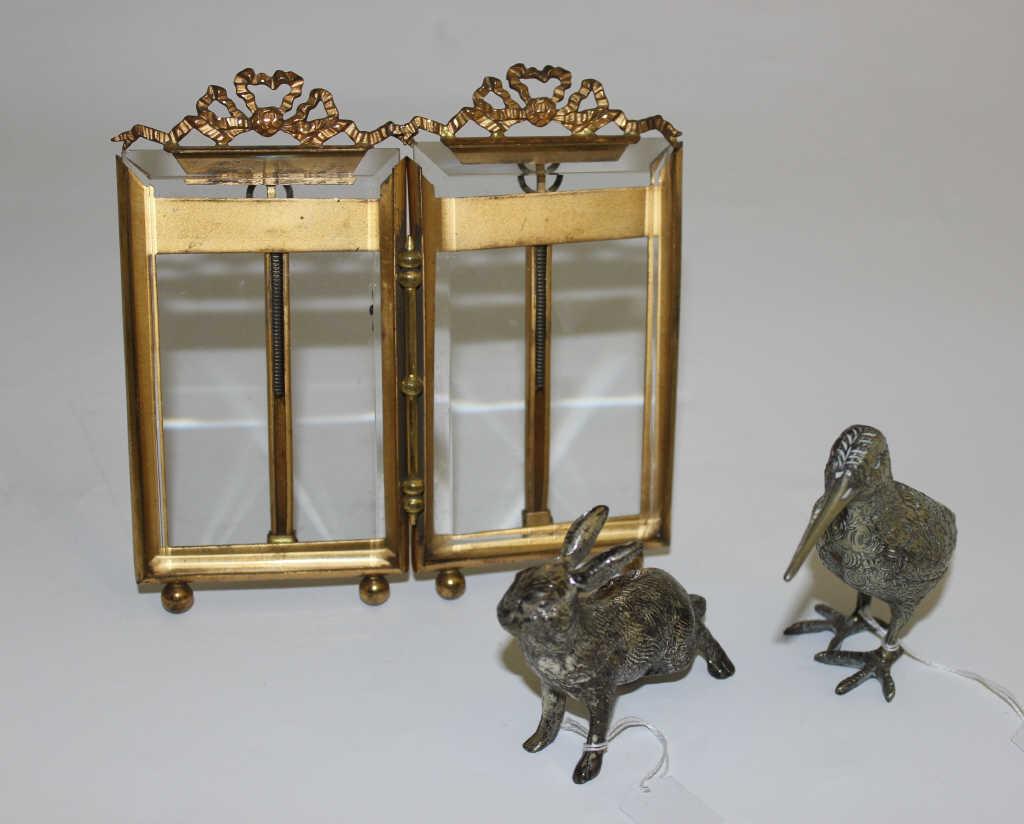 Double cadre en laiton et verre - On y joint une bécasse et un lapin en métal argenté