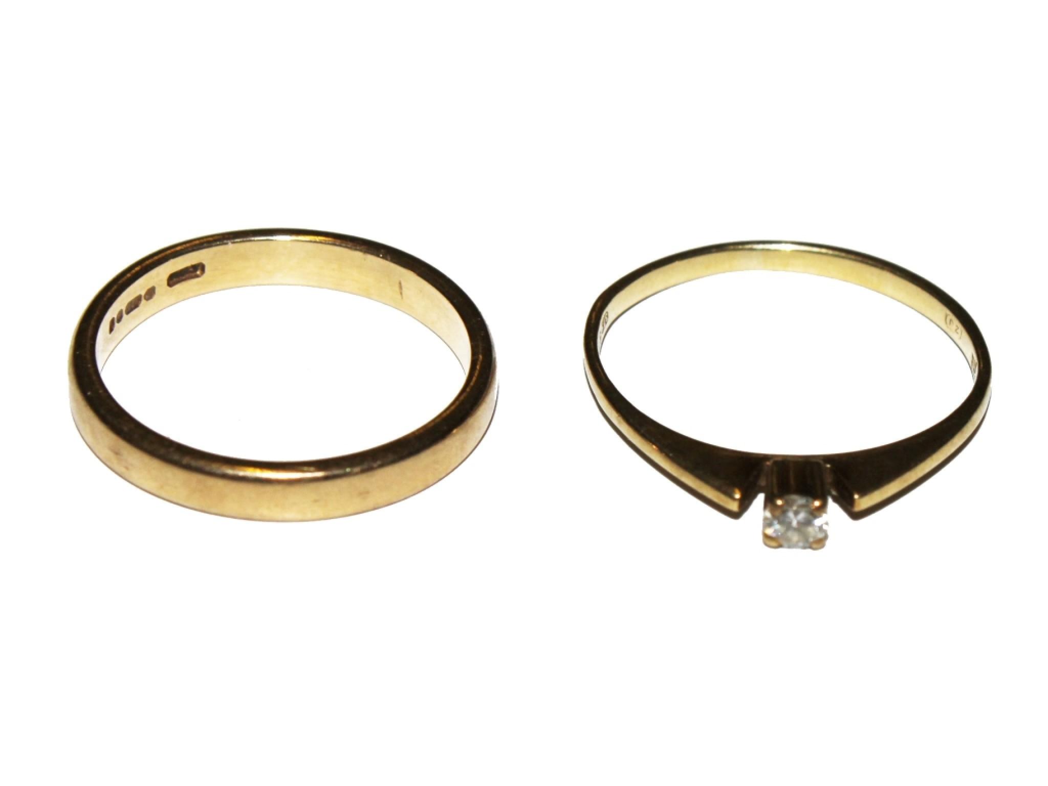 A diamond single stone ring, plus a 9 carat wedding ring