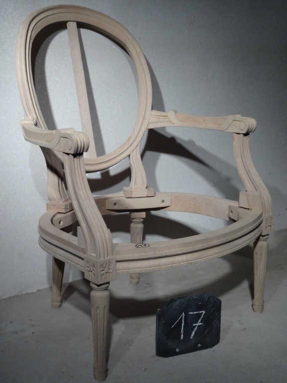Suite de trois fauteuils cabriolet style Louis XVI