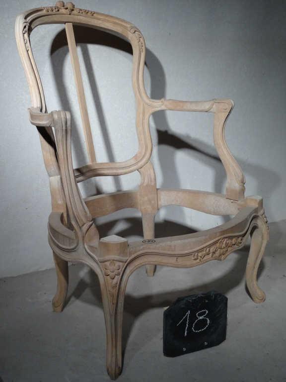 Suite de quatre fauteuils cabriolet style Louis XV