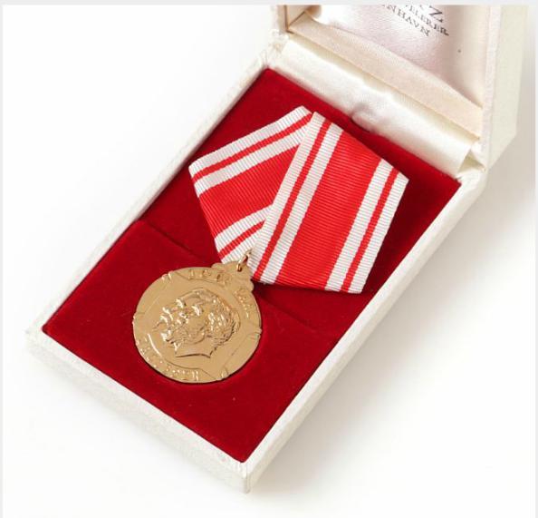 Carlsberg, medal For Faithful Service, Au, 13.65 g 750/1000, in original box of issue from P. Hertz