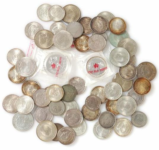 Commemoratives, 1923 - 1986, (54 pcs) as well as 200 kr 1990, 1992