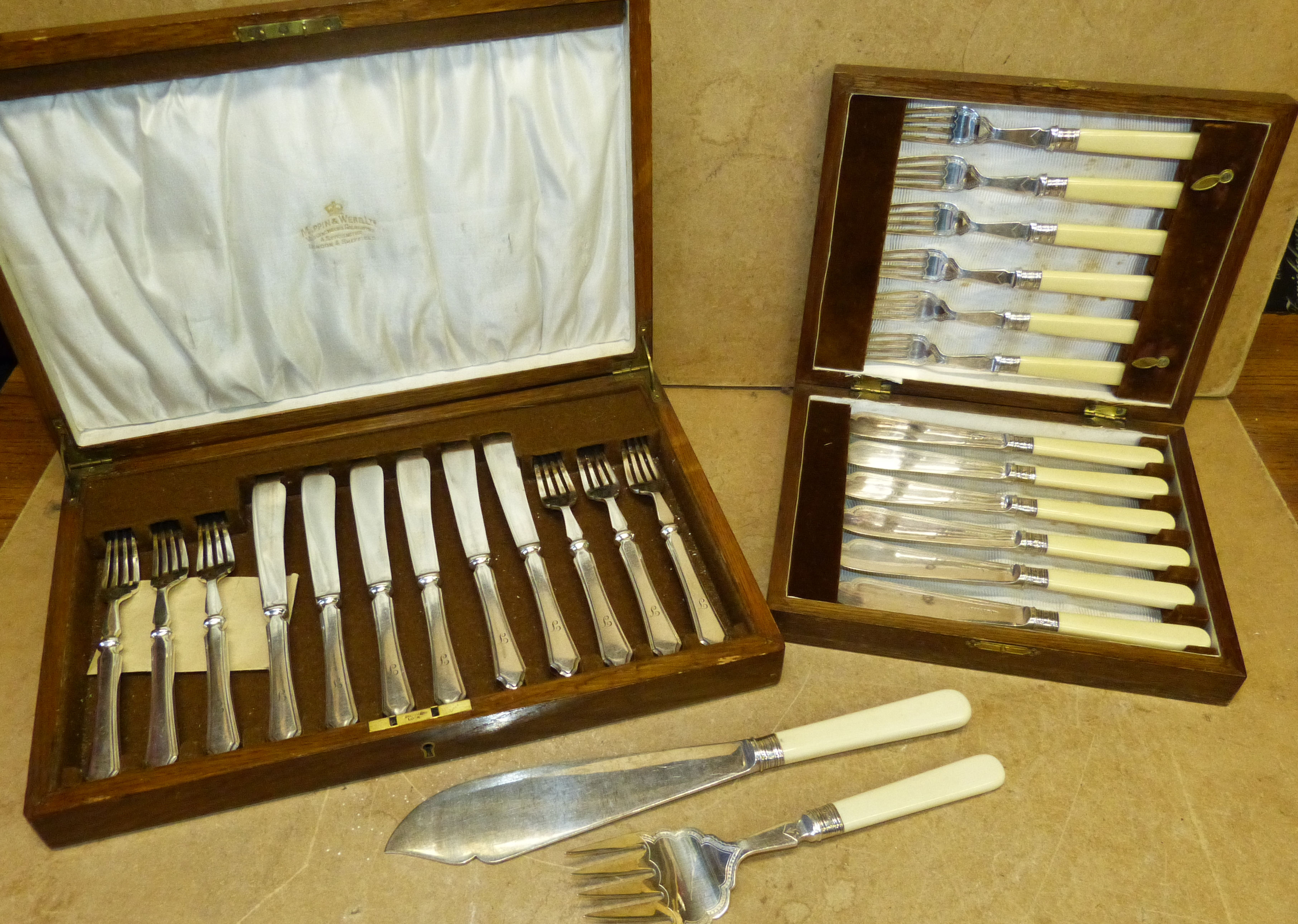 A Set of 6 Mappin & Webb Silver Plated Fish Knives and Forks in fitted oak case