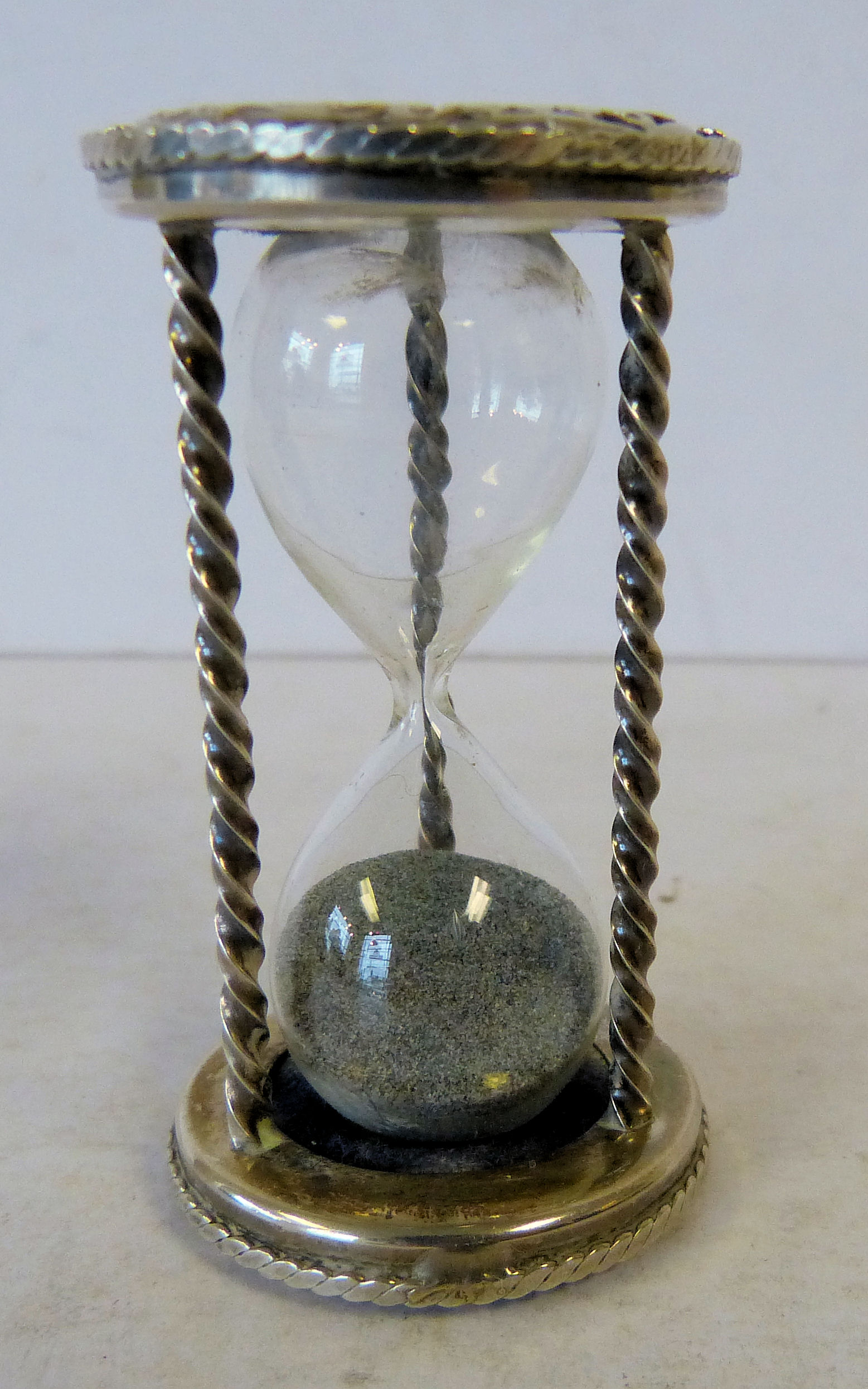 A 925 Sterling Silver Miniature Hour Glass having twist supports