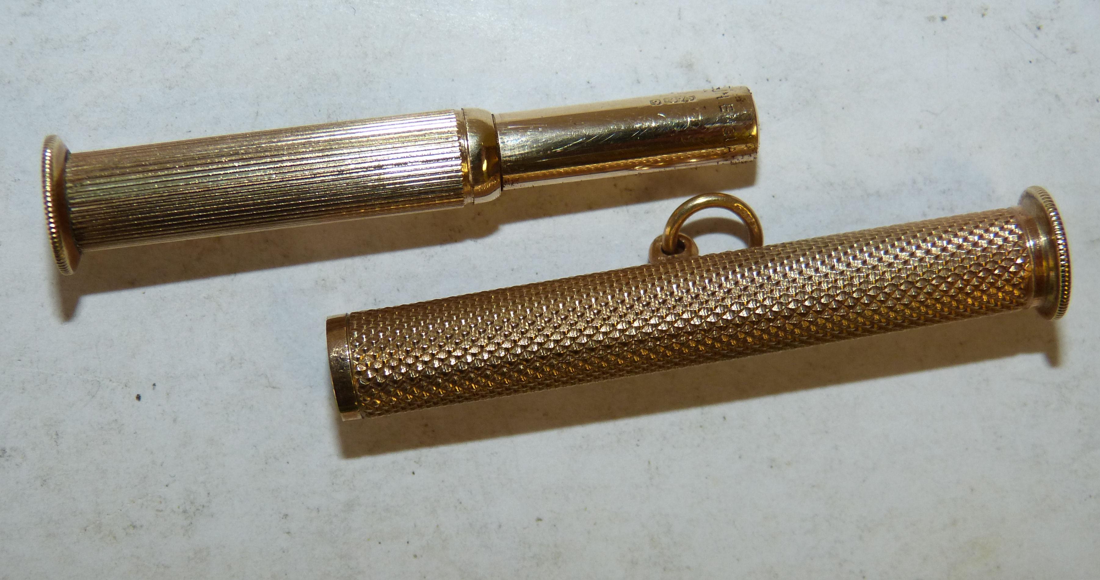 A 9ct Gold Fob Cigar Piercer having engine turned decoration