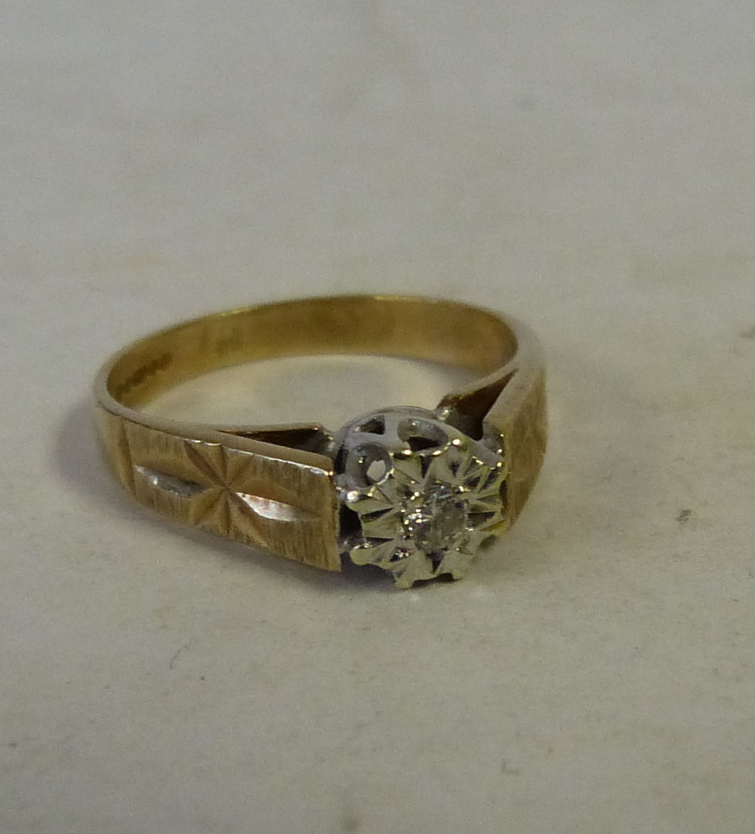 A 9ct Gold Ladies Small Diamond Solitaire Ring, size G 1/2