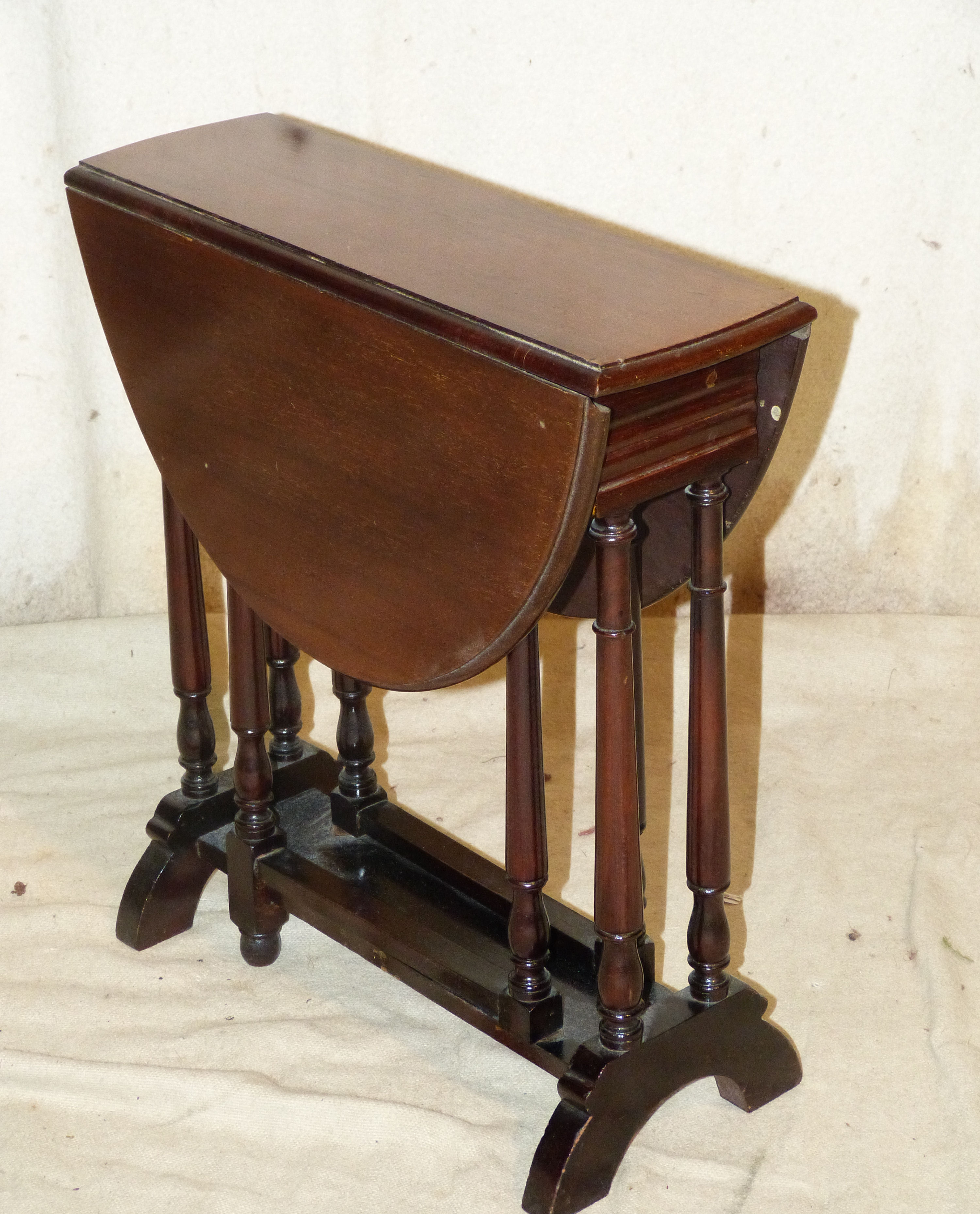 A Mahogany Small Oval Drop Leaf Sutherland Table on round turned legs