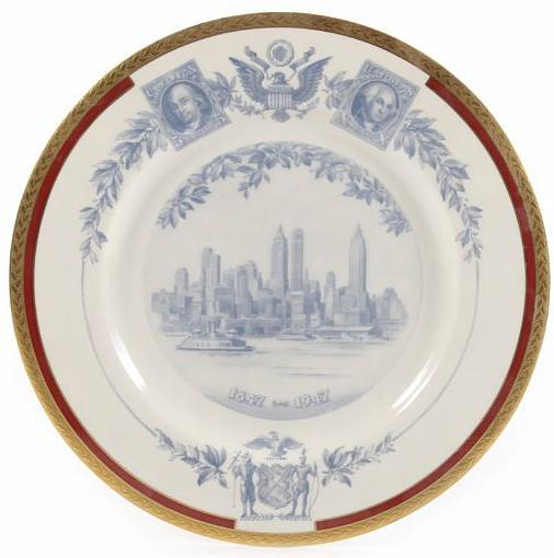 """SECOND AWARD. Flot porcelæns-fad med guldkant, tildelt J. Schmidt Andersen for """"Second Award"""" i New York i 1947"""