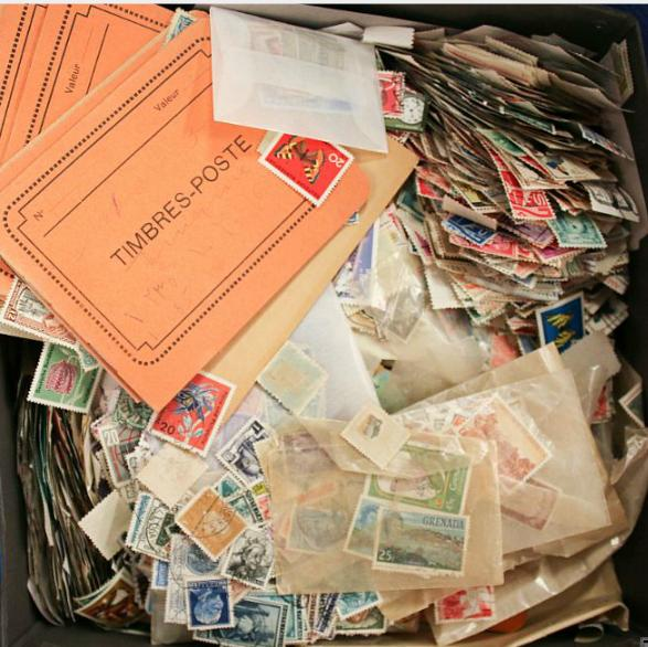 Whole World. Box filled with classic and older stamps from the whole world, incl. overseas countries.