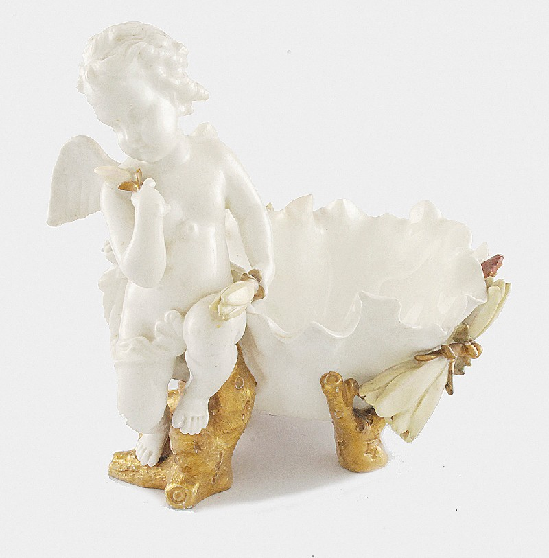 Dragonfly clamshell with Putto
