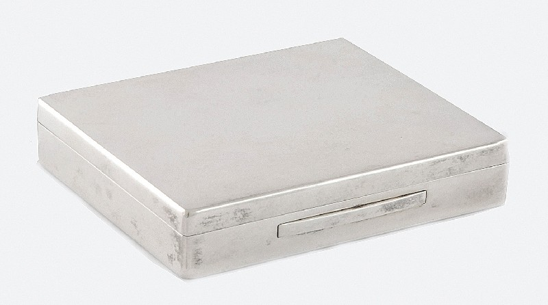 Box for cigarettes in the case