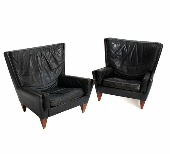 A pair of easy chairs with rosewood legs, upholstered with patinated black leather. Model V11