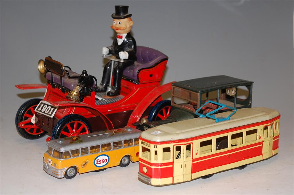 A small collection of assorted diecast and tinplate toys to include