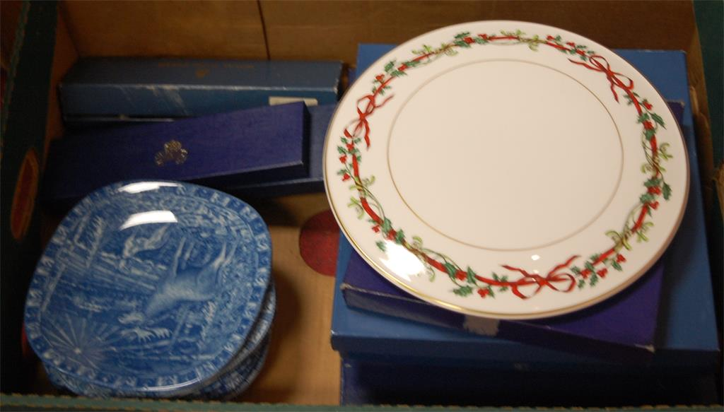 A collection of various boxed cake plates to include; Royal Worcester Holly Ribbons