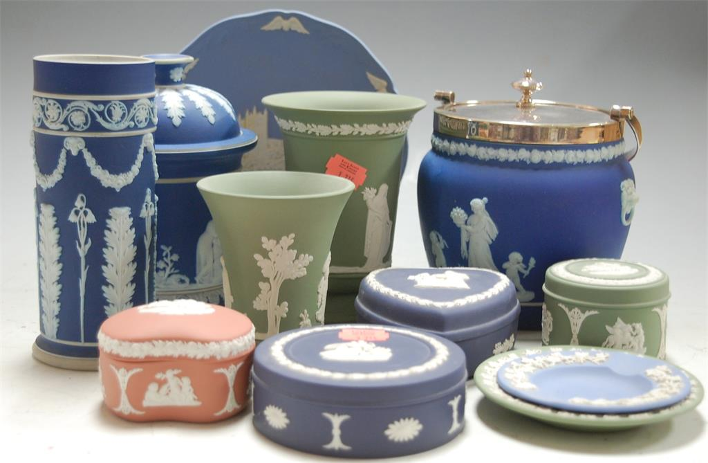 A collection of assorted Wedgwood jasperware to include