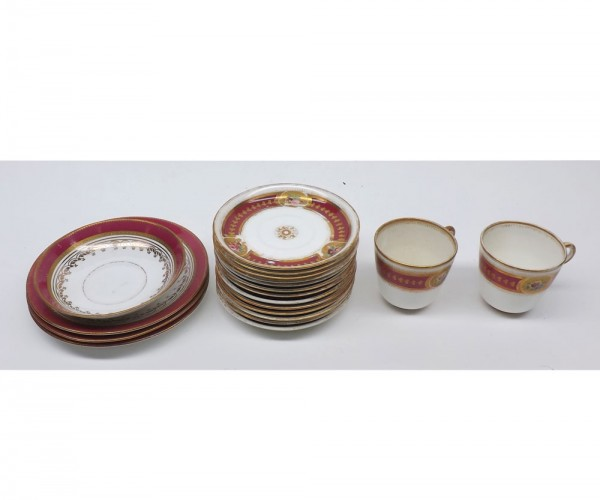 Mixed Lot: 19th century red and gilt rimmed porcelain tea wares, comprising two cups, quantity of saucers and side plates