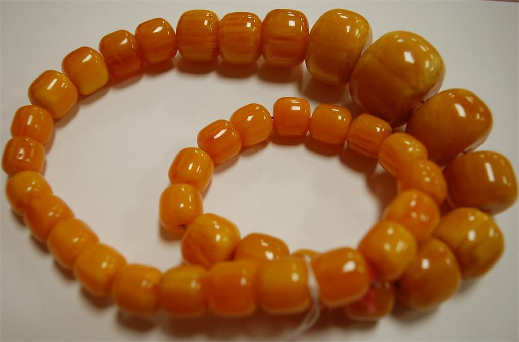 An amber style beaded necklace, 175g