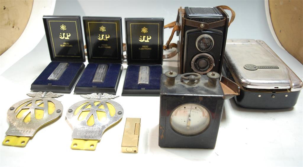 A small collection of miscellaneous items to include a cased Rolleicord camera