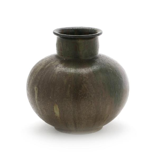 A circular stoneware vase decorated with greyish brown and green glaze. Made at Holmegaard