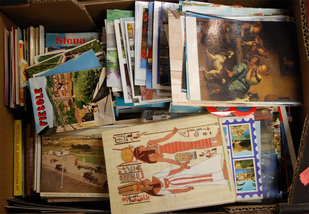 A box of assorted postcards mainly being modern English and Continental topographical views