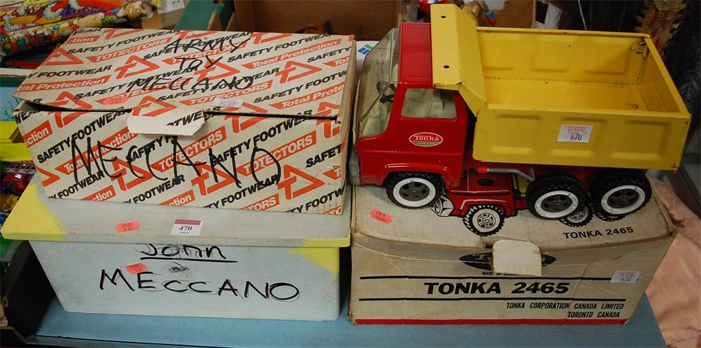 A Tonka Corporation tin plate Tonka 2465 truck
