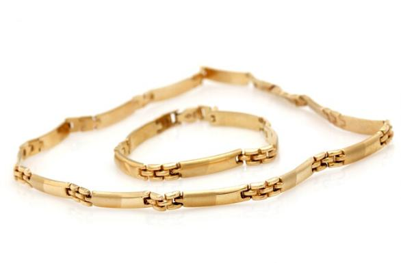 A jewellery collection comprising a necklace and a bracelet of 14k partly matted gold