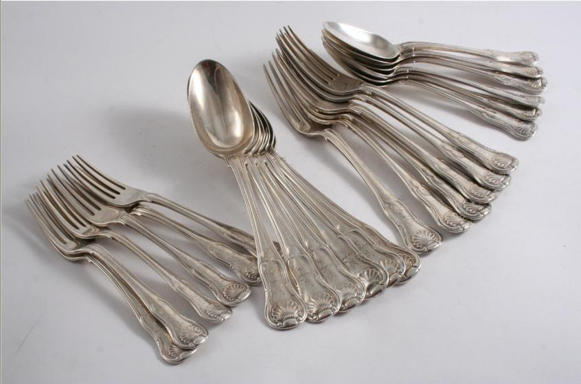 A QUANTITY OF ANTIQUE KING'S PATTERN (UNION SHELL HEEL) FLATWARE INCLUDING: