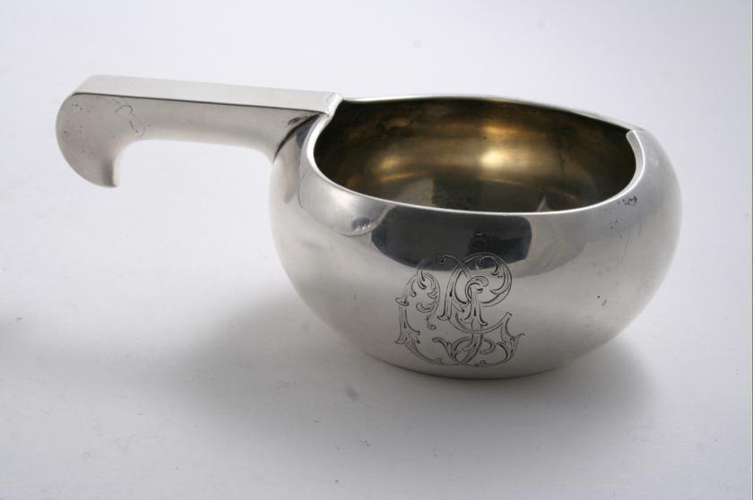 An early 20th century Russian Kovsch with a plain, squat circular bowl