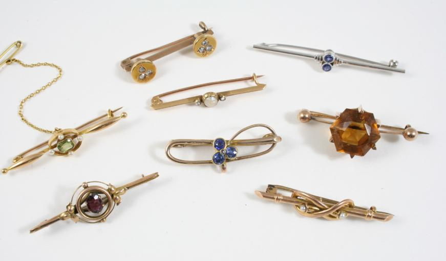 EIGHT ASSORTED GOLD AND GEM SET BROOCHES