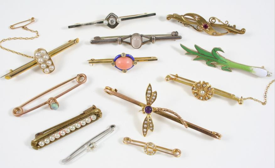 TWELVE ASSORTED GOLD AND GEM SET BROOCHES