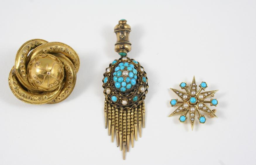 A VICTORIAN TURQUOISE AND GOLD PENDANT