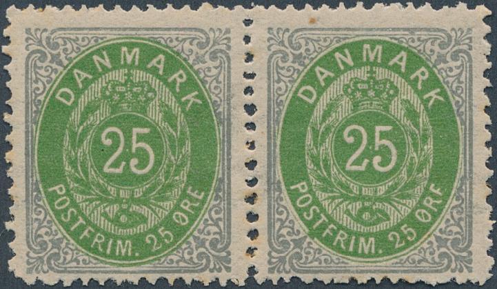 """1875. 25 øre, 2. tryk, pos. 15-16. Pos. 16 med variant: """"ØRF"""". Postfrisk parstykke. AFA: 4000"""