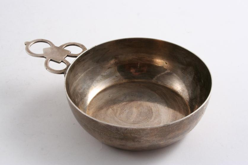 A MODERN AMERICAN REPRODUCTION OF A PORRINGER