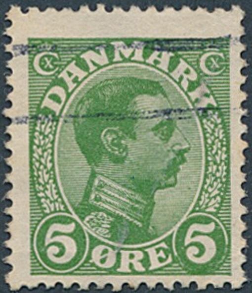 """1913. Chr. X, 5 øre, grøn. Interessant mærke med variant """"FARVEFYLDT HØJRE VÆRDICIRKEL"""""""
