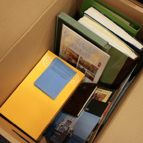 Denmark etc. Large box with collections and year-sets etc. Also many christmas-sheets etc.