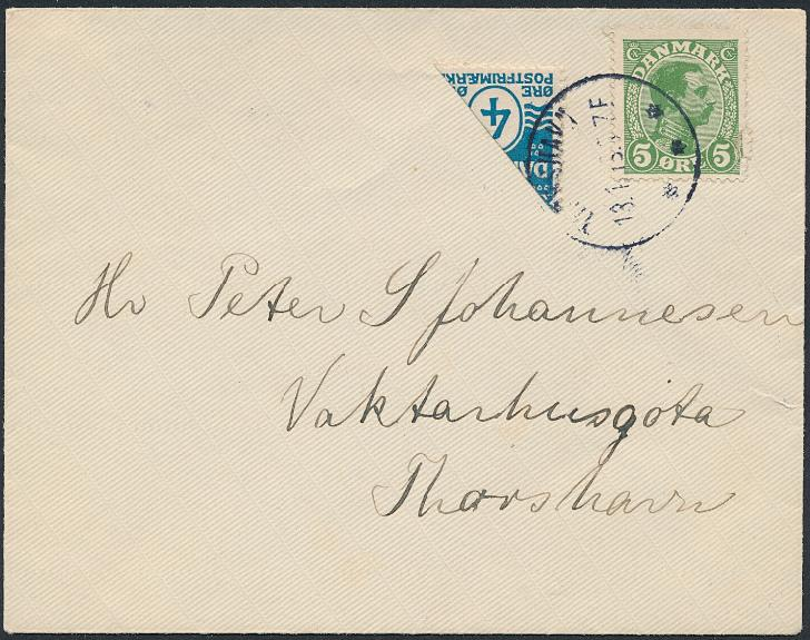 1919. BISECTED 4 øre, blue. Two STAMPS and Chr. X, 5 øre