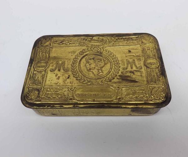 "Queen Mary Christmas 1914 presentation tin, lacking original contents, 5"" long"