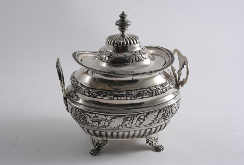 AN EARLY 19TH CENTURY PORTUGUESE SUGAR BOWL & COVER