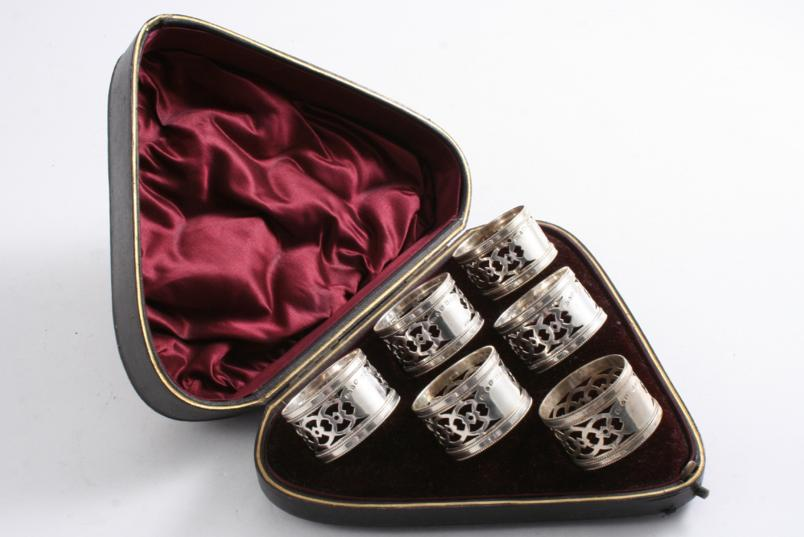 A LATE VICTORIAN CASED SET OF SIX PIERCED NAPKIN RINGS