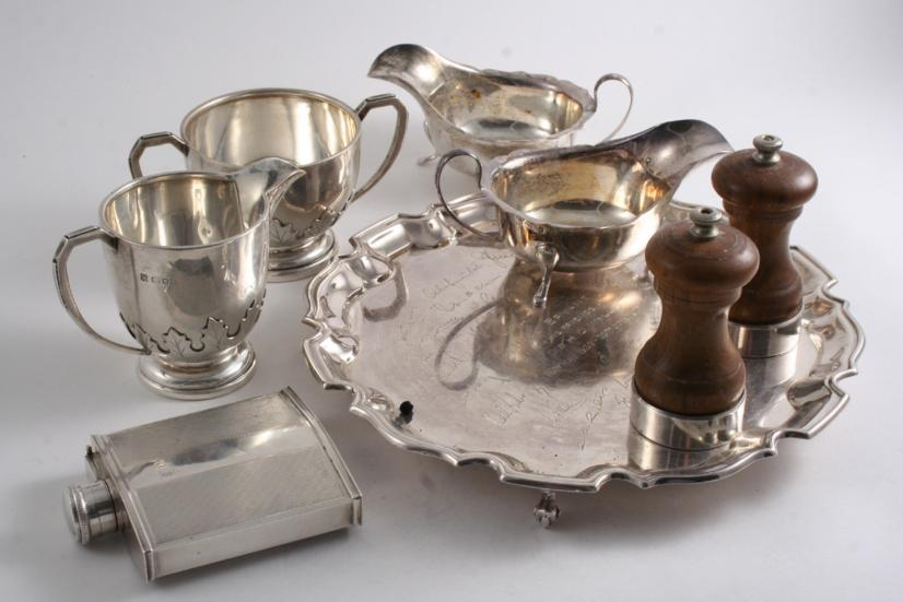 A MIXED LOT OF MODERN SILVER