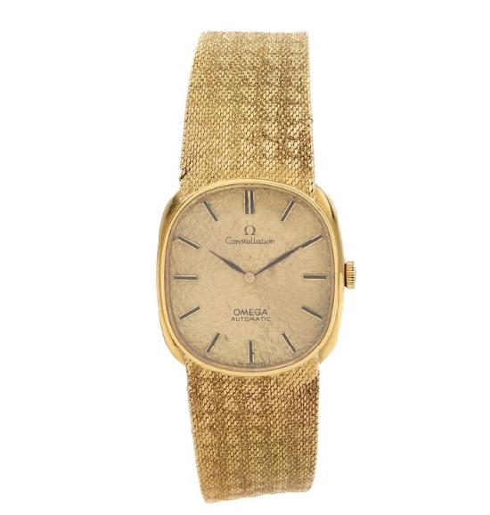 A gentleman's wristwatch of 18k gold with integrated bracelet
