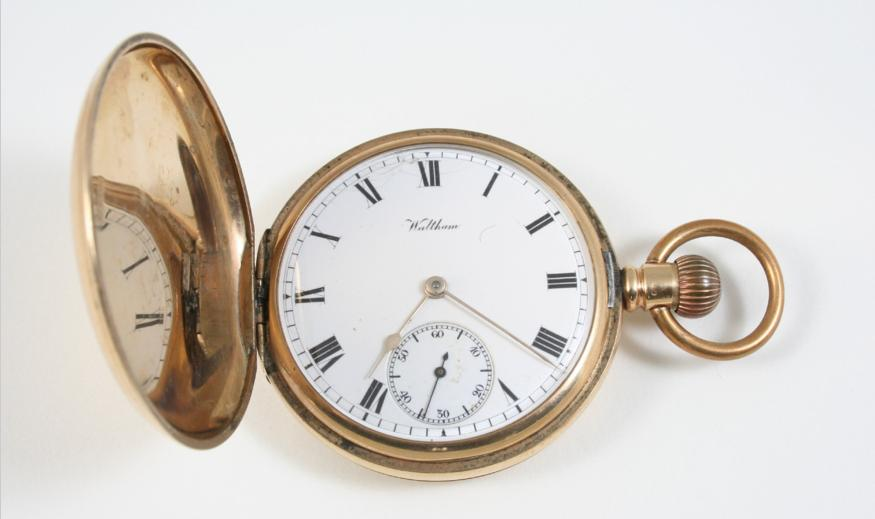 A 9CT. GOLD FULL HUNTING CASED POCKET WATCH