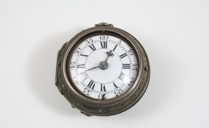 A GEORGIAN SILVER PAIR CASED POCKET WATCH