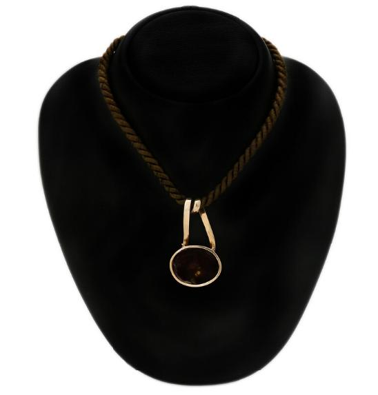 An agate pendant set with a cabochon fire agate, mounted in 18k gold