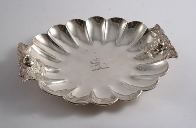 A VICTORIAN SHAPED OVAL DISH
