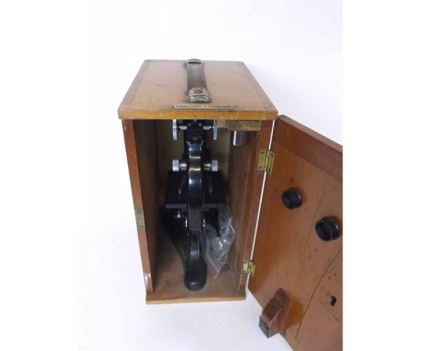 First half of the 20th century mahogany cased monocular microscope, Beck – London, Model 47, the black anodised Y-shaped foot ov