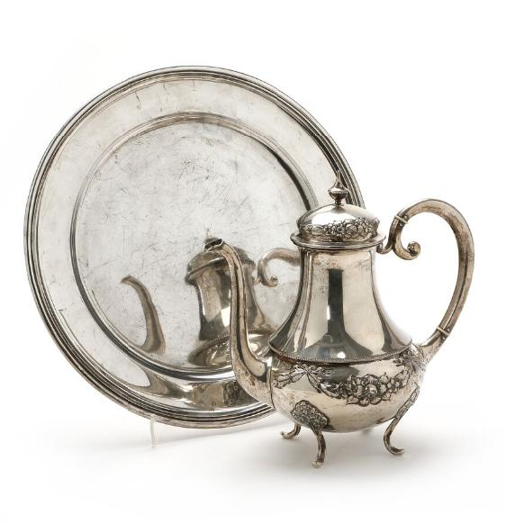 Silver coffee pot and silver dish. C.C. Hermann a.o. Weight 1482 gr