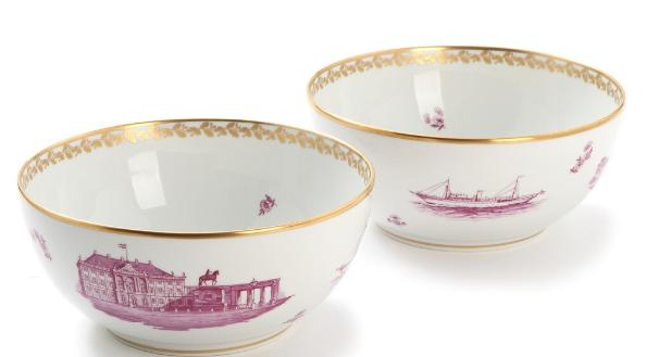 """""""Dronninge-Bowlen"""". Two Royal Copenhagen porcelain bowls, decorated in gold and purple"""