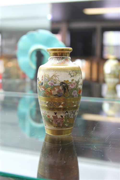 Kinkozan Finely Decorated Vase with three continuous panels